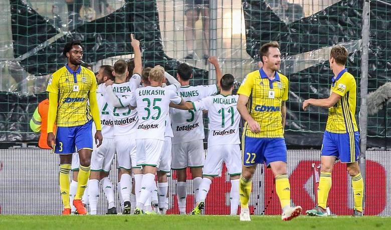 Arka Gdynia - Lechia Gdańsk - te derby Trójmiasta mają bogatą historię. Rozegranych zostało w sumie 41 meczów, z których 16 wygrała Lechia, 11 razy triumfowała