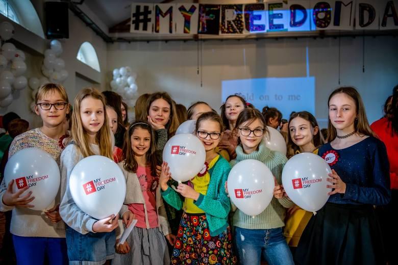 W akcję #MyFreedomDay włączyli się uczniowie Ogólnokształcącej Szkoły Muzycznej nr 2 im. Tadeusza Szeligowskiego w Poznaniu oraz Dominika Kulczyk wraz
