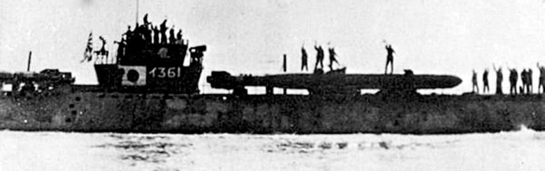 """Samobójcza """"żywa torpeda"""" Kaiten na pokładzie japońskiego okrętu podwodnego klasy  I-361. Lata 40."""