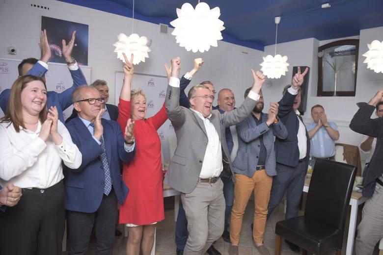 Prezydent Andrzej Duda wygrał II turę wyborów prezydenckich wynika z sondażu exit poll. Uzyskał 50,4 procent poparcia i pokonał Rafała Trzaskowskiego,