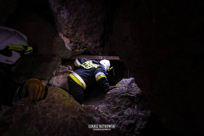 Osowiec-Twierdza. Turysta wpadł do bunkra. 25-latek z podejrzeniem urazu głowy i kręgosłupa przetransportowany śmigłowcem do szpitala
