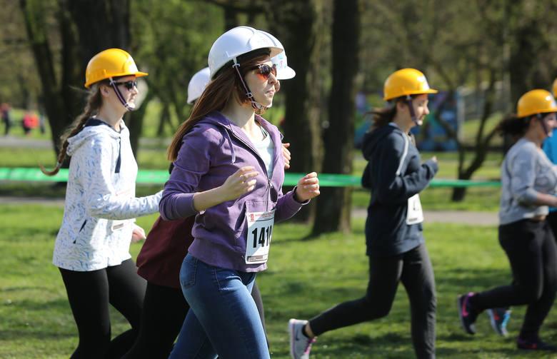 Bieg w kasku na Politechnikę Łódzką. Uczelnie zachęcają do studiowania [ZDJĘCIA]