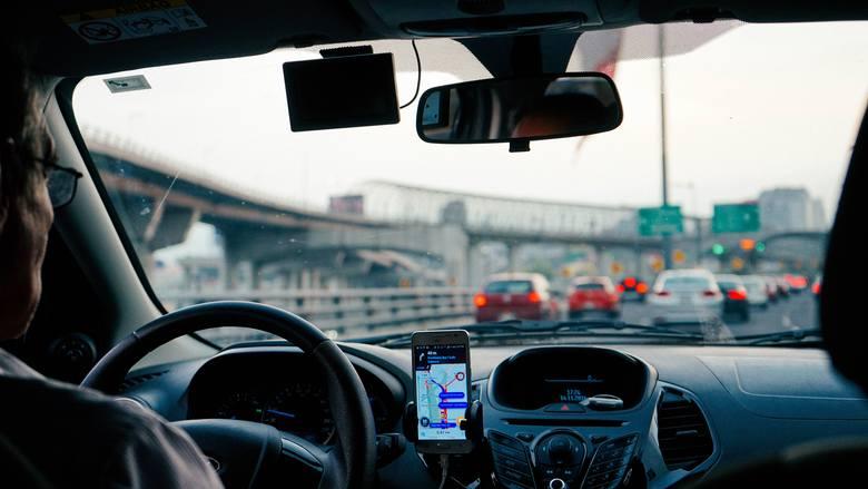 Od 1 października 2020 r. kierowcy świadczący swoje usługi dla takich platform jak Bolt czy Uber, muszą posiadać odpowiednią licencję do przewozu osób