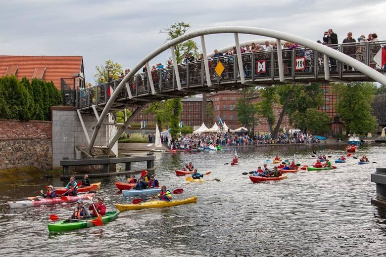 W sobotę w Bydgoszczy, w ramach imprezy Ster na Bydgoszcz odbyła się parada jednostek pływających na Brdzie. XI edycja Festiwalu Wodnego Ster na Bydgoszcz