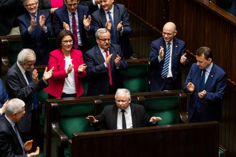 Prof. Jarosław Flis, politolog z UJ: - Choć Schetyna przeszarżował w debacie o wotum nieufności, to PO osiągnęła swój cel. Pokazała, że PiS niszczy struktury państwa i niebezpiecznie zadłuża Polskę
