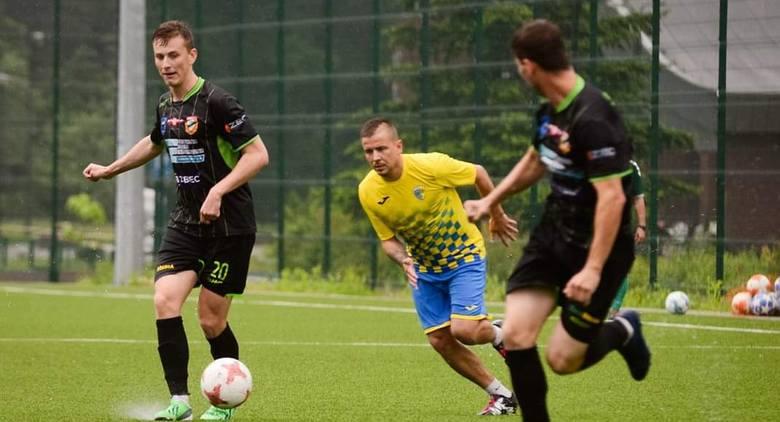 W sobotnim meczu kontrolnym Star Starachowice pokonał na własnym terenie Stal Kunów 2:0. Bramki zdobyli Karol Kopeć w w 60 minucie z karnego i Emil Gołyski.