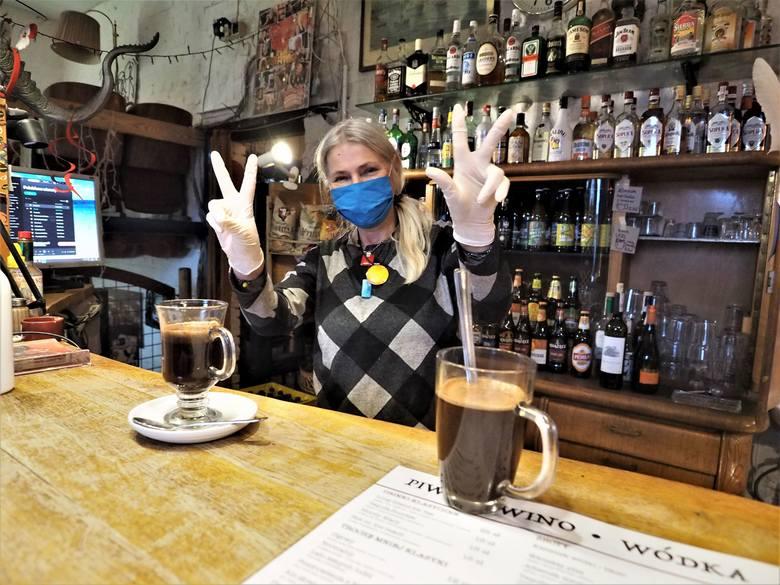 """Od kilku dni działają puby, kluby i restauracje. Mieszkańcy Koszalina postanowili to wykorzystać i w weekend chętnie korzystali z """"odmrożonej"""""""
