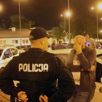 Zatrzymanie kierowców Ubera w Łodzi na dworcu Łódź Widzew. Kierowca Ubera potrącił taksówkarza?