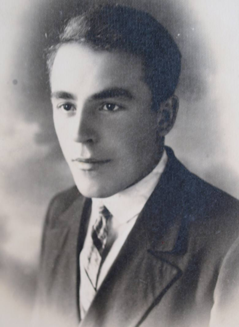 """Kazimierz Gelles (1909-1992) – właściciel kuźni w Śniatynie, później żołnierz armii gen. Berlinga, który rozminował ok. 16 tysięcy min i otrzymał przydomek """"Nieomylny"""" – wszak saper myli się tylko raz"""