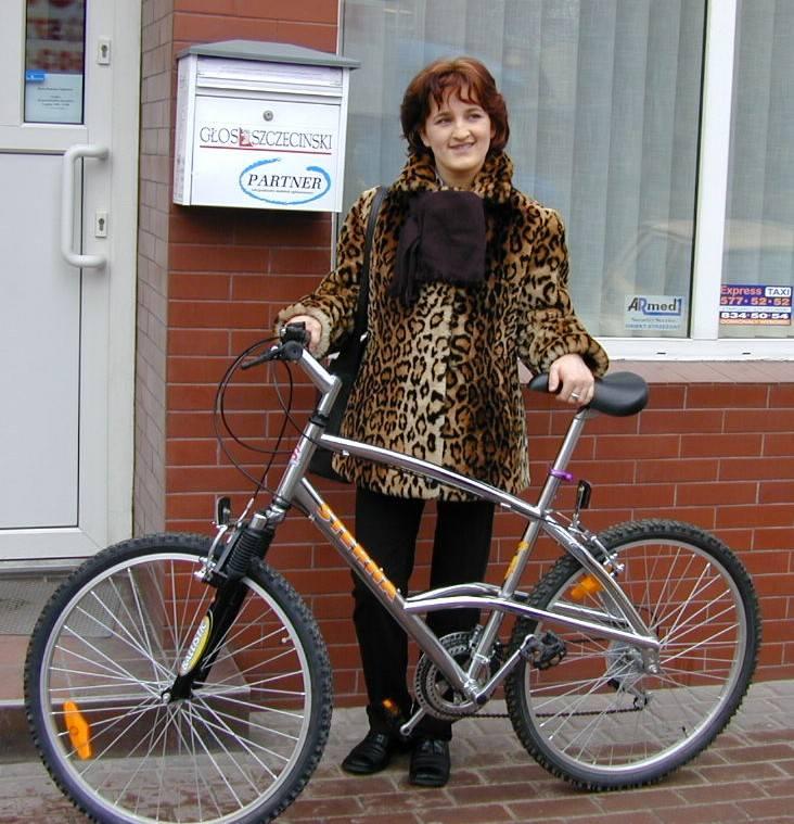 Pani Maria Zubko została właścicielką roweru.