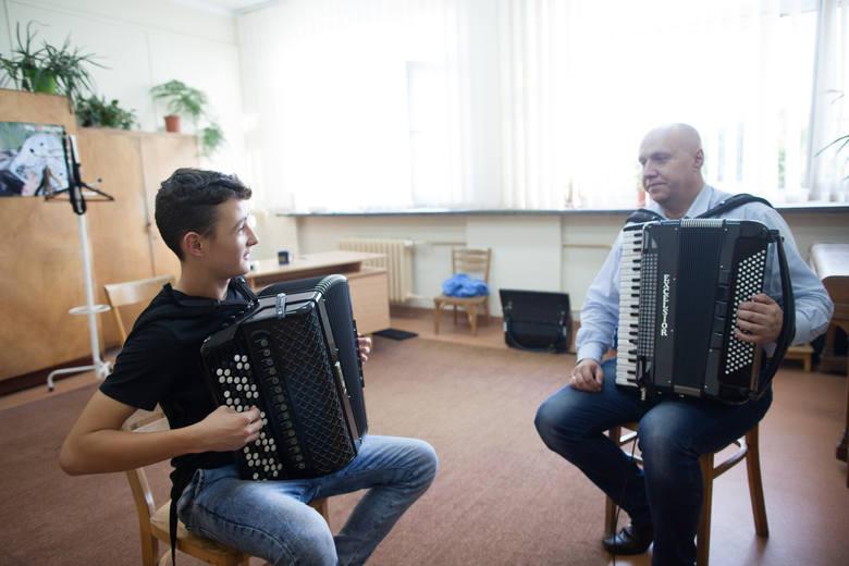 """– Chciałbym wygrać """"Mam talent"""" i móc kupić nowy akordeon – mówi Lukas Gogol."""