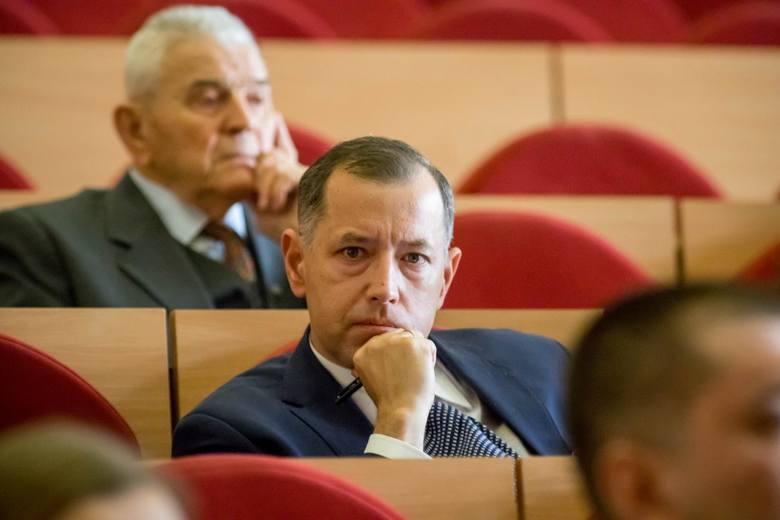 Głosując w grudniu za 60 proc. na gruntach gminnych nie chcieliśmy dzielić białostoczan na lepszych i gorszych – mówił na sesji Marcin Moskwa z KO.