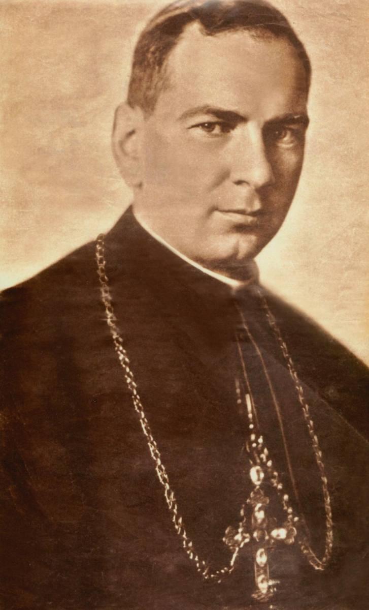 """Biskup Juliusz Bieniek (1895-1978). Ks. Juliusz Bieniek jest jednym bohaterów  książki """"Niezłomni. Nigdy przeciw Bogu"""", wydanej przez Instytut Pamięci"""