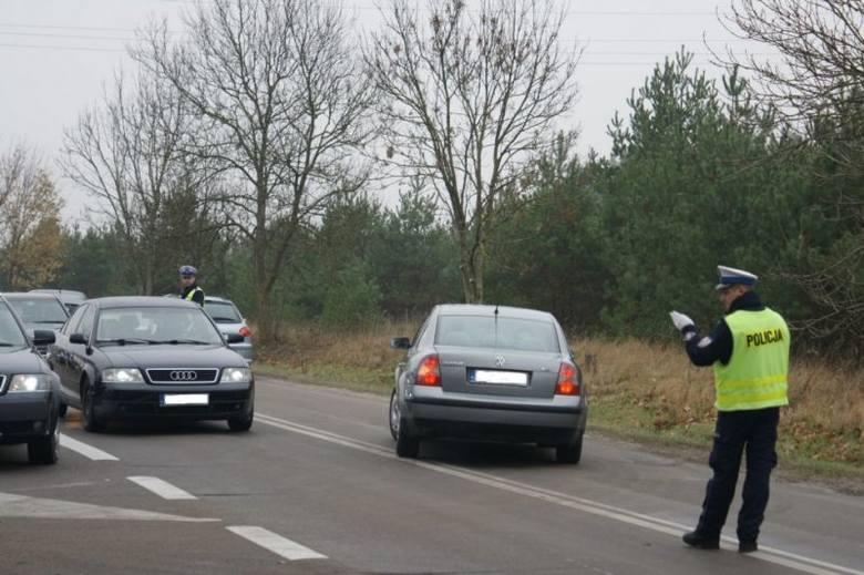 Akcja Znicz 2014. Pijani kierowcy jeździli na cmentarze (zdjęcia)
