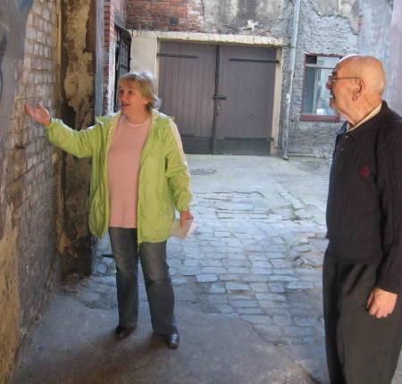 - Rozwalili podwórko podczas remontu wodociągu i do dziś te dziury straszą - mówią Leszek Czacharski i Bogusława Olejniczak.
