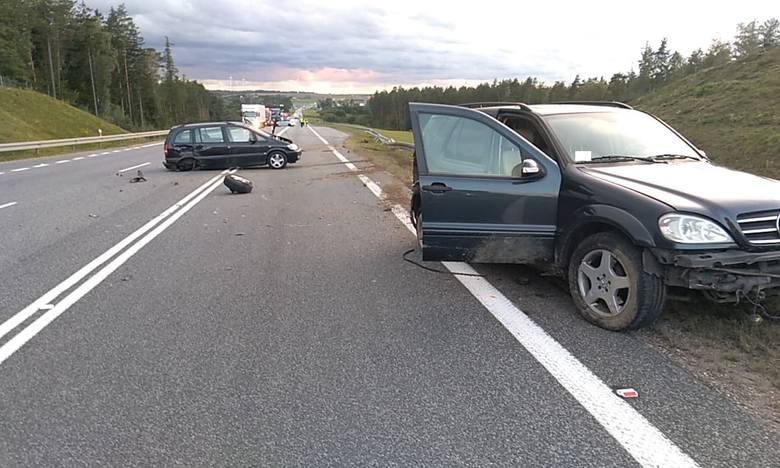 Dzisiaj przed godziną 18:00 doszło do kolizji pojazdów na obwodnicy Słupska.Ze wstępnych ustaleń policji wynika, że w kierunku Sławna jechały dwa samochody