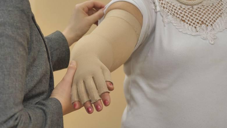 Obrzęk limfatyczny to problem, z którym kadra Białostockiego Centrum Onkologii pomaga się uporać.