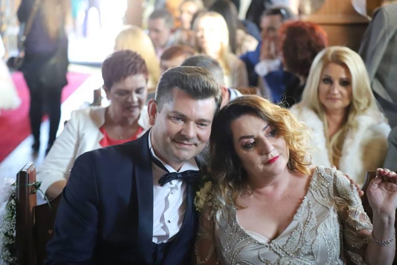 Ślub Daniela Martyniuka i Eweliny Golczyńskiej. Na uroczystości pojawiły się tłumy ludzi. Nie zabrakło gwiazd disco polo [ZDJĘCIA]