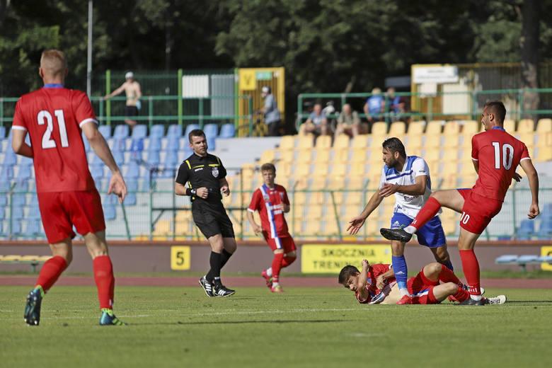 W meczu inauguracyjnym III ligi Pomorzanin Toruń przegrał z Bałtykiem Gdynia 0:2 (0:1).Na kolejnych stronach zdjęcia kibiców oraz fotki z meczu&