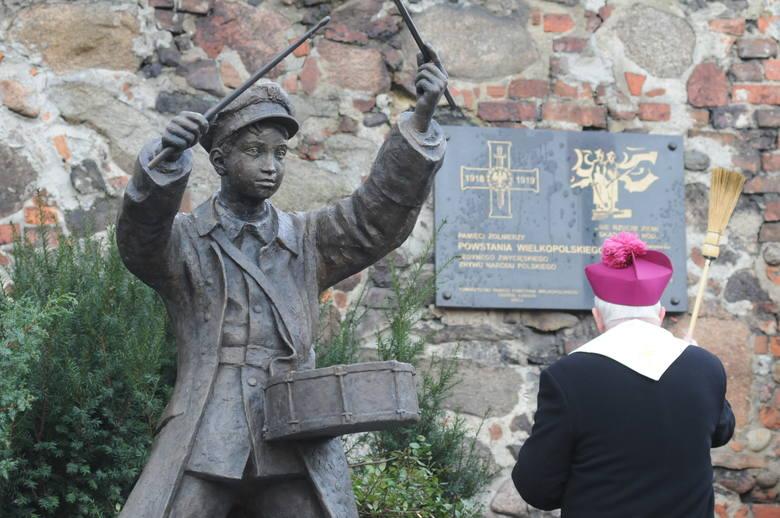 Pomnik Dobosza na placu Powstańców Wielkopolskich w Zielonej Górze.