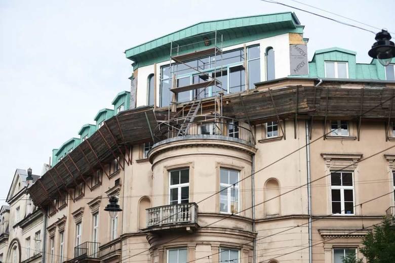 Nadbudowa nad kamienicą przy skrzyżowaniu ulic Karmelickiej i Stefana Batorego
