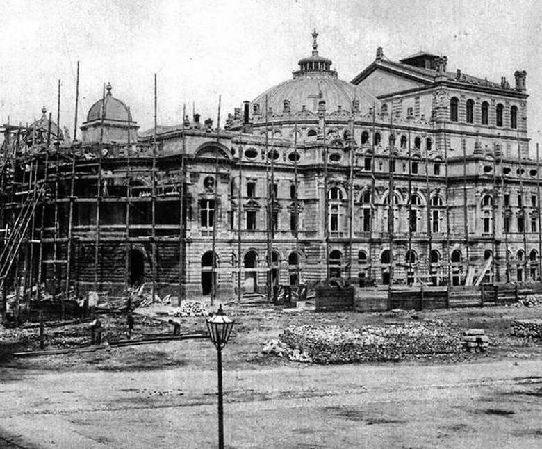 Teatr Słowackiego w trakcie budowy. Rok 1892. Mieszkańcy Krakowa jego  wzniesienie uważali za czyn patriotyczny, absolutnie konieczny