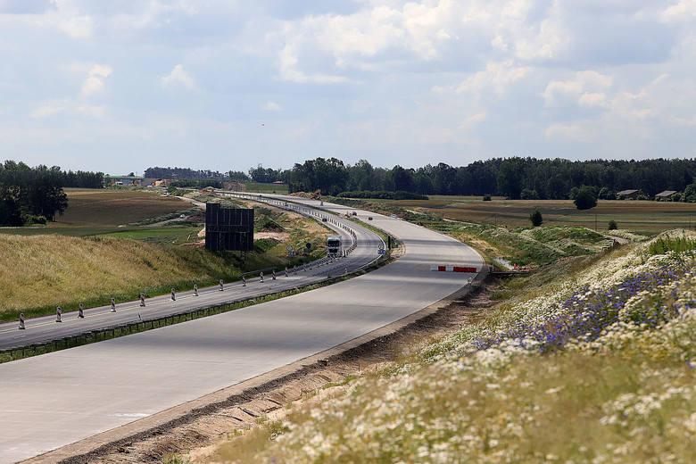 """Jak wygląda postęp prac na budowie autostrady A1 - odcinek """"A"""" węzeł Tuszyn – węzeł  Piotrków Trybunalski Południe? Ten odcinek autostrady A1 koło Łodzi"""