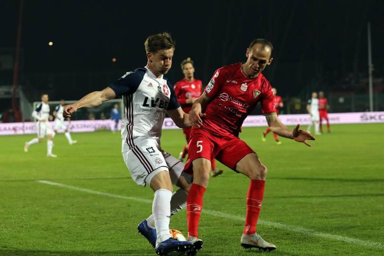 Łukasz BurligaW sezonie 2016/17 obrońca zagrał w 21 meczach. W styczniu 2018 roku rozwiązał kontrakt z Jagiellonią i wrócił do Wisły Kraków.