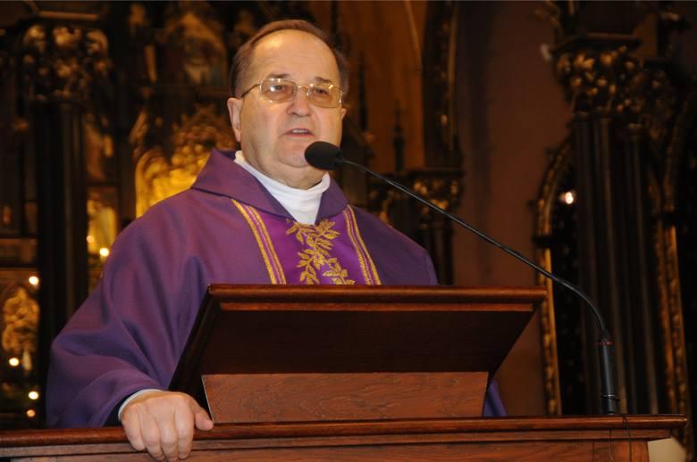 """Ojciec Tadeusz Rydzyk w obawie o istnienie swoich – bądź jak zaznacza w apelu """"naszych"""" – mediów katolickich zwrócił się ze specjalnym apelem do odbiorców"""