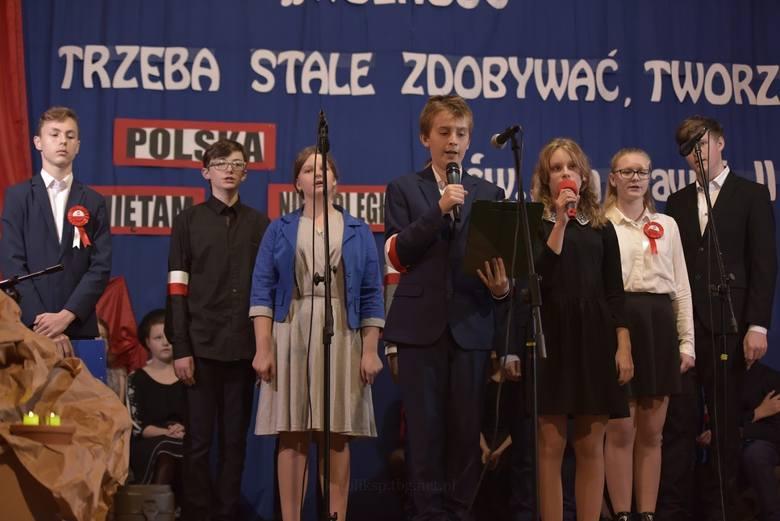 Uczniowie szkoły katolickiej w Tarnobrzegu nagrodzeni przez Muzeum II Wojny Światowej w Gdańsku w konkursie Pro Bono Poloniae
