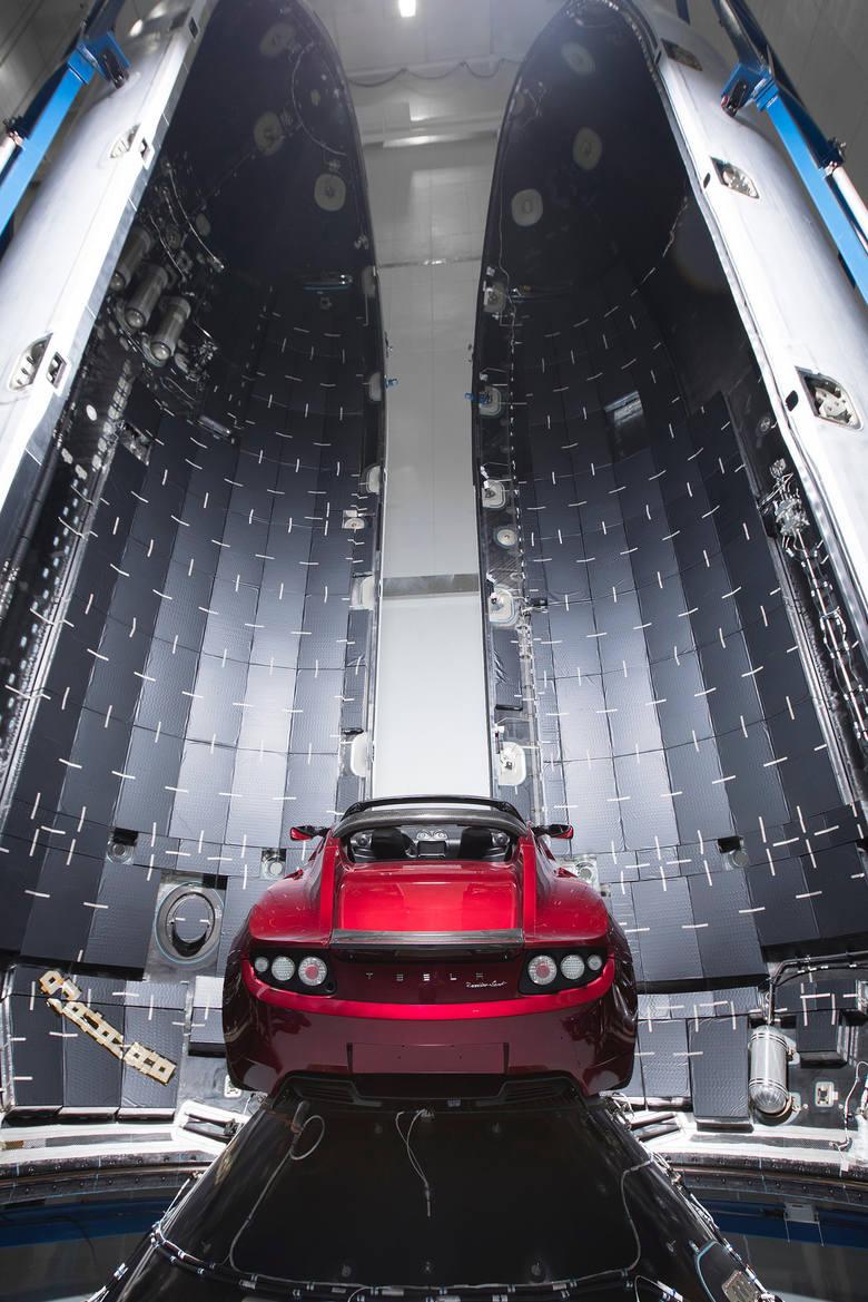 Miliarder wystrzelił auto w kosmos. To przełom?