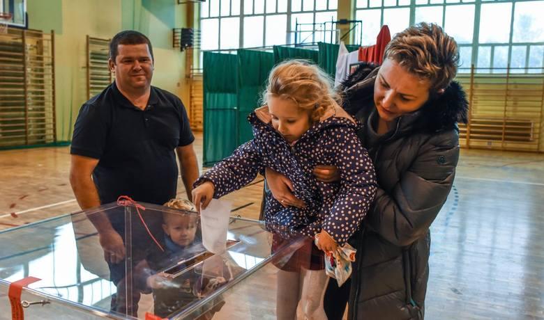 4 listopada odbyła się druga tura wyborów samorządowych. Znamy już oficjalne wyniki PKW wyborów w powiecie bydgoskim i pozostałej części regionu. Zobaczcie,