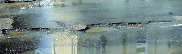 Potężne dziury na ul. Wyspiańskiego w Rzeszowie zostaną załatanie do końca tygodnia