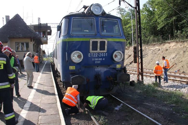 Pociąg wykoleił się w Czarnowąsach [zdjęcia, wideo]