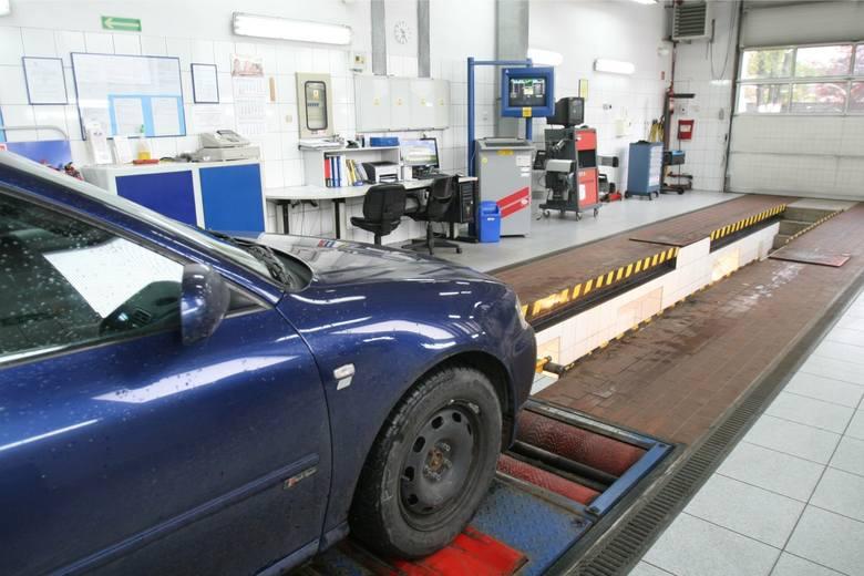 Przegląd techniczny samochodu to obowiązek, który postrzegamy jako bardzo nieprzyjemny. Nie dość, że trzeba za to zapłacić, to jeszcze zawsze jest przynajmniej