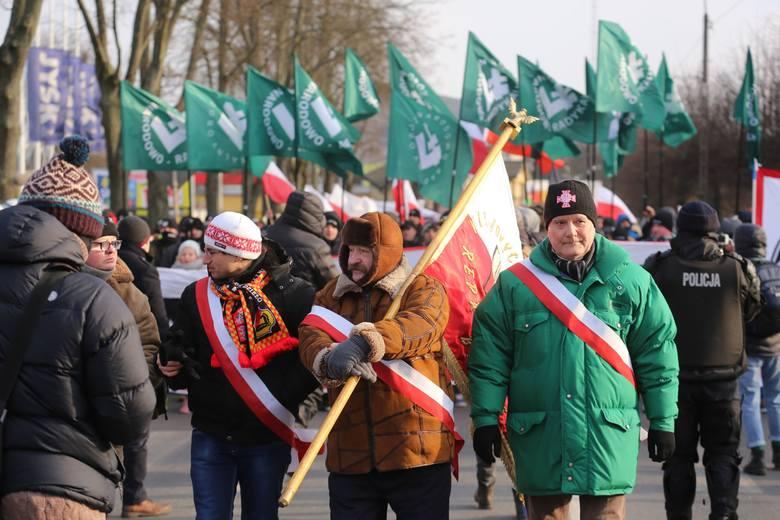 III Hajnowski Marsz Pamięci Żołnierzy Wyklętych poprzedziło złożenie kwiatów i zapalenie zniczy upamiętniając w ten sposób ofiary Burego. podczas Marszu policja zatrzymała sześć osób.