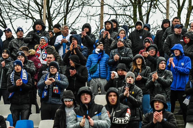 W meczu 1/8 finału Totolotek Pucharu Polski na szczeblu Kujawsko-Pomorskiego Związku Piłki Nożnej Chemik Moderator Bydgoszcz przegrał z Zawiszą Bydgoszcz
