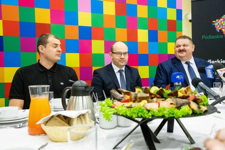 """- Mamy tu """"smaczną"""" konferencję, przy stole zastawionym przysmakami wykonanymi według najlepszych podlaskich receptur, a co więcej zostały one przygotowane"""