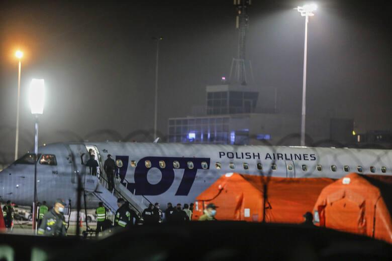 Samoloty z niemieckiej bazy lotniczej Ramstein do Polski dotarły z kilkugodzinnym opóźnieniem chwilę po północy. Na pokładzie jednego z nich było miesięczne