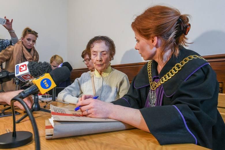 Sąd Rejonowy w Poznaniu: 101-letnia kobieta oskarża właściciela kamienicy o próbę oszustwa
