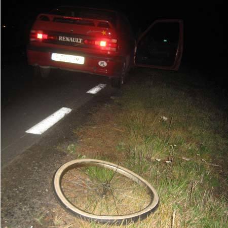 Żary: Rowerzystka wpadła pod samochód (zdjęcia)