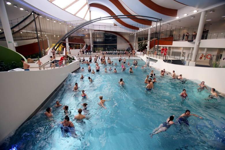 Parki wodne pozostają zamknięte. Czy będą działać baseny sportowe, które znajdują się wewnątrz?