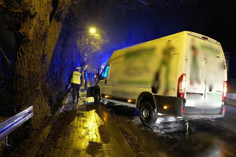 W niedzielę około godz. 20, doszło do wypadku na ul. Sanockiej w Przemyślu. To fragment drogi krajowej nr 28.Na prostym odcinku drogi kierujący busem