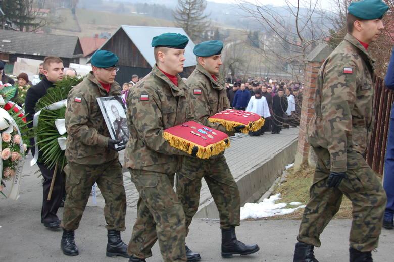 Pogrzeb kapelana Kłuska. Cudem uniknął śmierci w Afganistanie, zmarł w Lubczy [WIDEO, ZDJĘCIA]