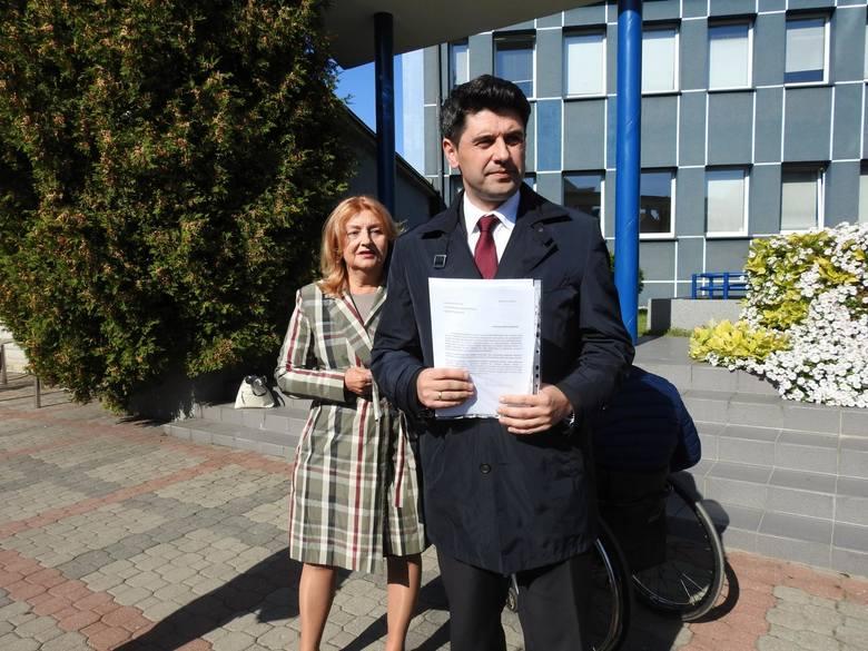 Radny Mariusz Gromko z PiS, do którego Czytelniczka zgłosiła się o pomoc komentuje, że w uchwale z 2012 roku powinien być wprowadzony zapis, że jeśli dochodzi do zdarzeń losowych - jak w tym przypadku - to należy wliczać do określania bonifikaty również poprzedni okres zajmowania mienia...