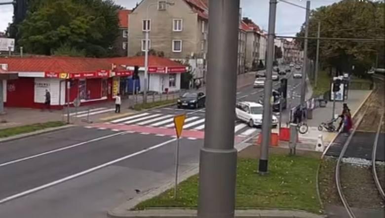 Do tego szokującego zdarzenia doszło w Gdańsku. Kierowca VW Passata gonił rowerzystę, narażając pieszych na utratę zdrowia lub życia. Doprowadził do