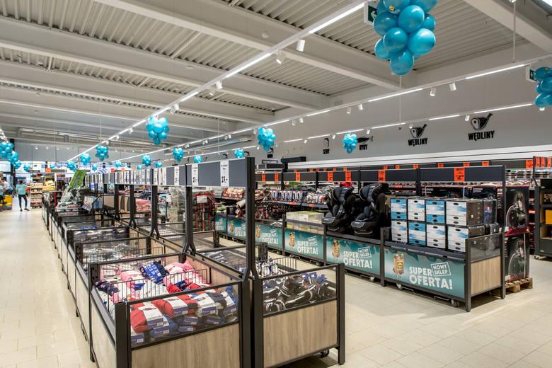 75 proc. dorosłych Polaków robi zakupy w Biedronce. Jednak to Lidl, w którym kupuje już 59 proc. rodaków, jest najchętniej polecanym sklepem spożywc