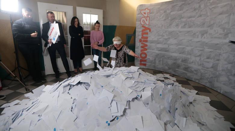 """Galeria zdjęć z lodowania głównego w loterii Nowin """"Mieszkanie za Czytanie""""."""