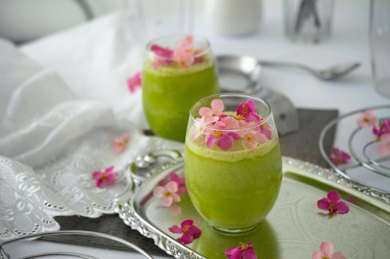 Zielony koktajl to baza pierwszych etapów diety sirtuinowej