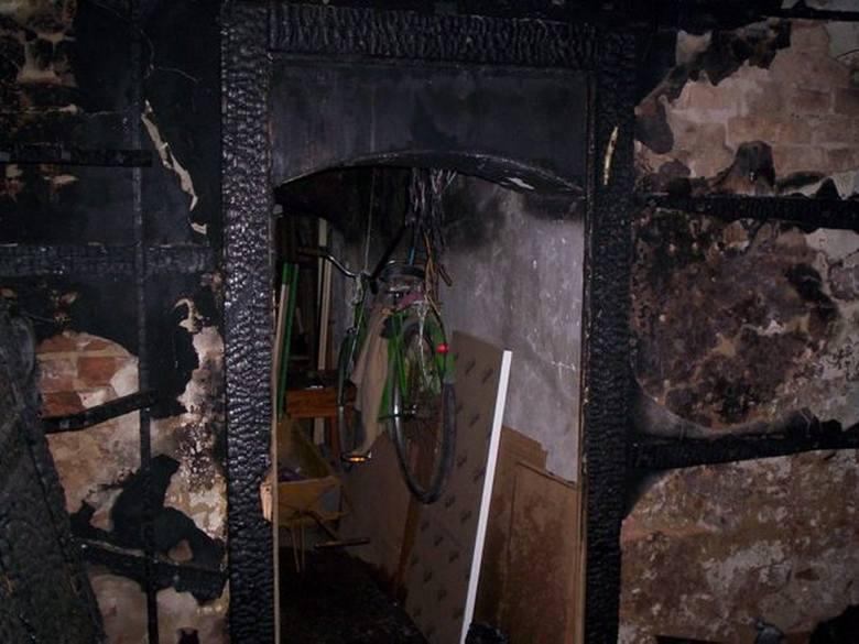 Tak wygląda piwnica po pożarze.